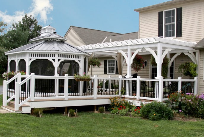 Choose Between a Pergola, Gazebo